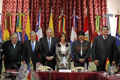 Los mandatarios que participaron en la cumbre de Unasur celebrada en Buenos Aires. | Reuters
