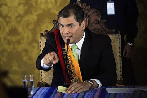 El presidente de Ecuador, Rafael Correa, en el Palacio de Carondelet tras ser liberado. | Reuters