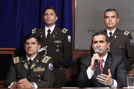 El ministro de Interior, Gustavo Jalk, junto al nuevo jefe de Policía, Patricio Franco. | AP