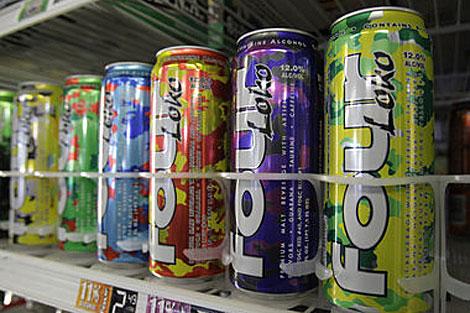 Latas de 'Four Loko' en un supermercado. | AP