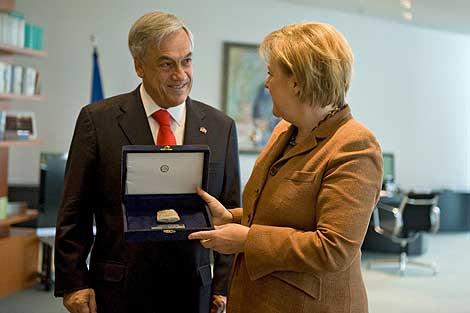 Sebastián Piñera y la canciller alemana, Angela Merkel. | ELMUNDO.es