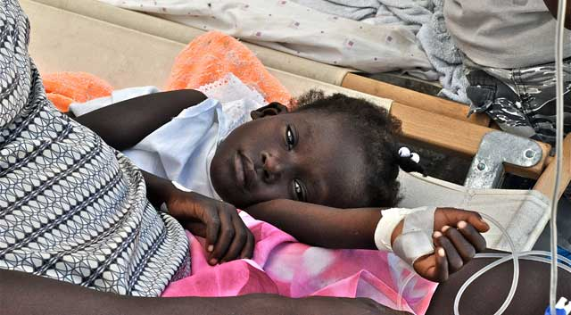 Una niña haitiana atendida en un hospital de campaña. | Rui Ferreira