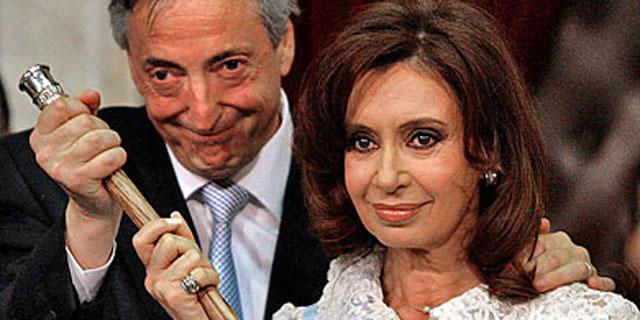 Néstor Kirchner en una imagen de 2007con su mujer. | Reuters