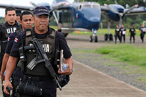 Policías de Costa Rica llegan a la frontera con Nicaragua.   Efe