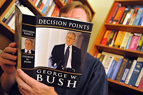 El libro de memorias políticas de George Bush. | AFP