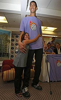 952cd474 El hombre más alto del mundo, en Río: '¡No quiero crecer más ...