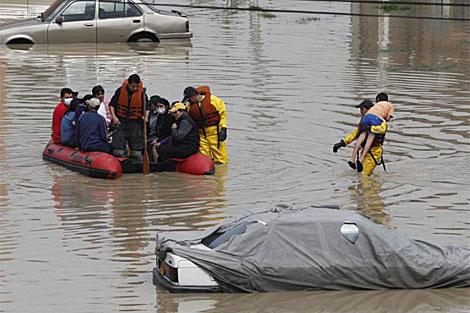 Equipos de rescate en Bogotá. | AP