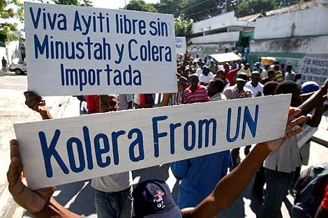 Manifestantes haitianos protestan en las calles contra la ONU. | Afp