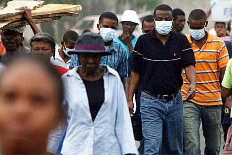 Tras el terremoto, los haitianos comenzaron a preocuparse por la inminente llegada del cólera. | AFP
