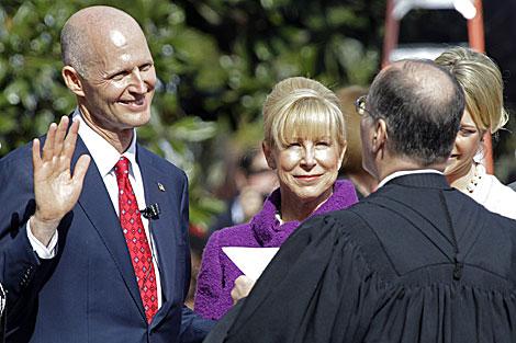 Rick Scott jura como gobernador de La Florida. | AP