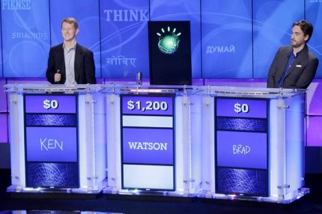 Dos concursantes compiten contra Watson en 'Jeopardy!'. | AP