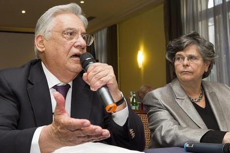 El ex presidente brasileño Fernando Henrique Cardoso y la política suiza Ruth Dreyfuss. | Efe