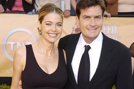 Charlie Sheen junto a su ex esposa en mayo, 2010. | ELMUNDO.es