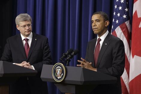 Obama, ante el primer ministro canadiense, Stephen Harper. | AP