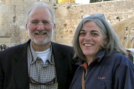 Alan Gross y su esposa. | AP