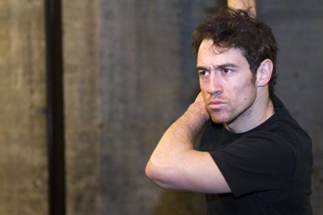 Un actor de la compañía Estrada ensaya una escena. I Efe