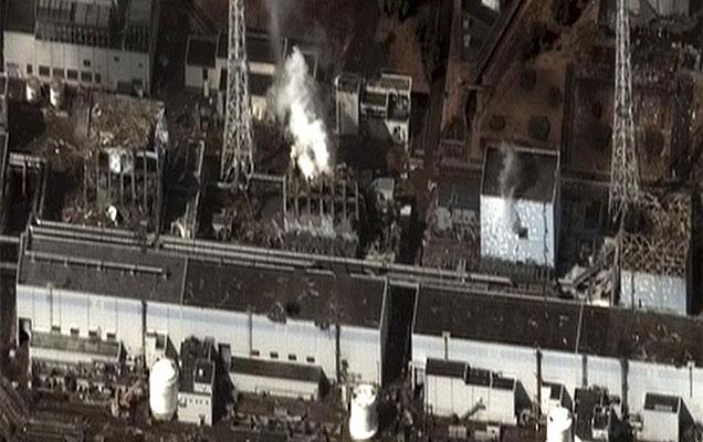 Imagen satelital de la central Fukushima en Japón, tras el tsunami.   AP