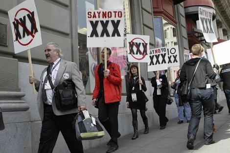 Manifestantes en contra de la creación del dominio '.xxx. | AP