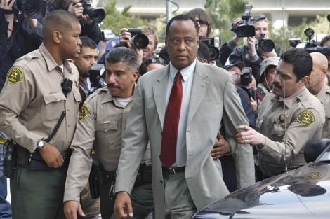 El doctor Conrad Murray a su llegada a los juzgados. I Efe