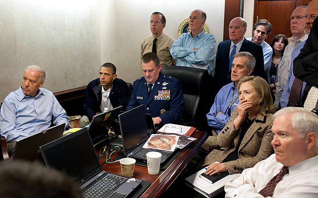 Obama recibe información de la operación contra Bin Laden junto a Joe Biden (izda.) y Hillary Clinton (dcha). | Casa Blanca