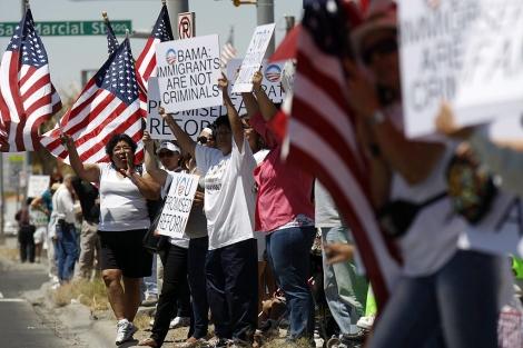 Inmigrantes protestan por las leyes migratorias de EEUU.   Ap