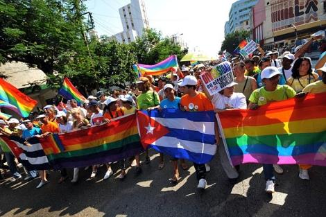 Cientos de personas participan en la marcha contra la homofobia en La Habana. | Efe