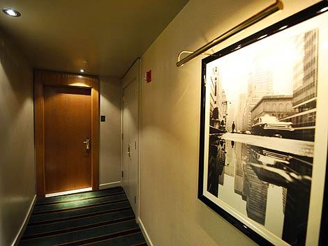 Puerta de la habitación donde se produjo la presunta agresión sexual de Strauss-Kahn.   Afp