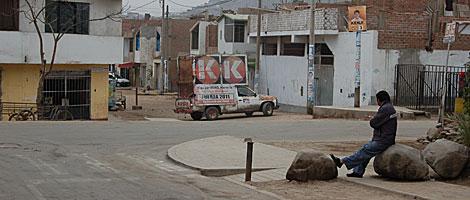 Imagen del local fujimorista que funciona junto a la puerta del penal, a la derecha.   B. Jiménez
