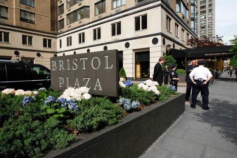 Entrada al Bristol Plaza, el lugar donde iba a alojarse DSK. No le aceptó. | Reuters