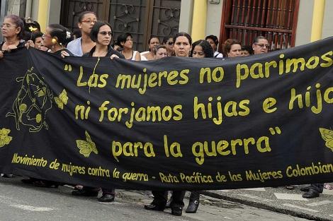 Una pancarta del Movimiento de mujeres contra la guerra. | Efe