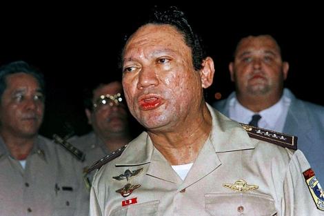El ex mandatario Noriega en mayo de 1989 dirigiéndose a la prensa en Panamá.   AP