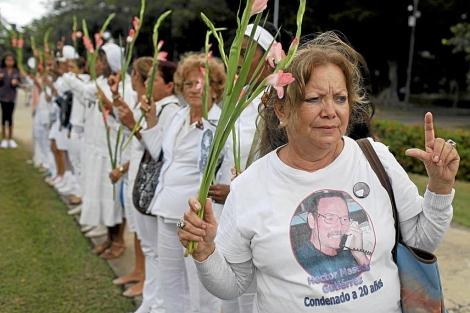 Las Damas de Blanco en una manifestación en La Habana. | Archivo ELMUNDO.es