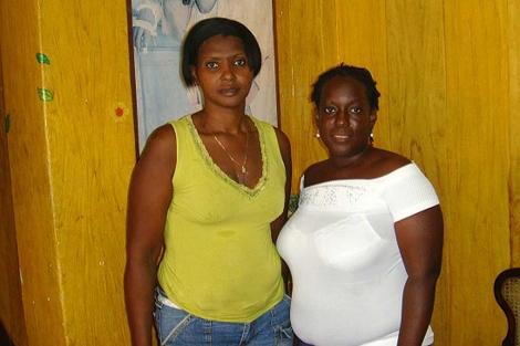 Las opositoras cubanas Mercedes Fresneda (i) y Sonia Garro (d).