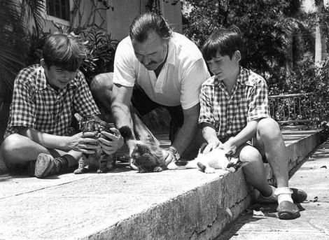 Hemingway con sus hijos en la Finca Vigía, en San Francisco de Paula.