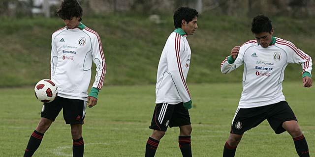 Los mexicanos Emilio Orrantia, Javier Aquino y Ulises Ávila.   Reuters