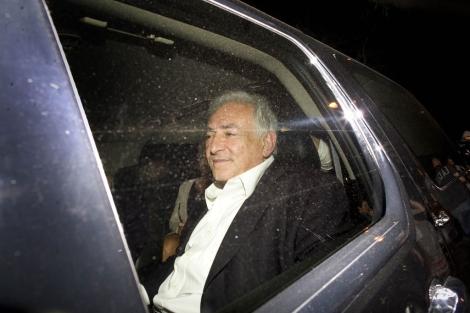 DSK saliendo del restaurante. I Reuters