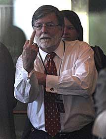 El abogado defensor Cheney Mason. | AP