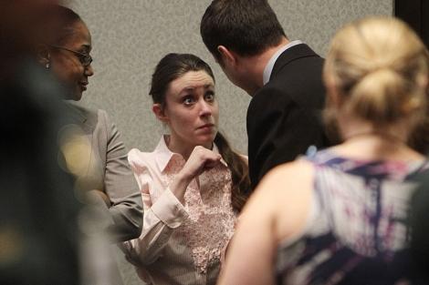 Casey Anthony después de la lectura del veredicto. | AP