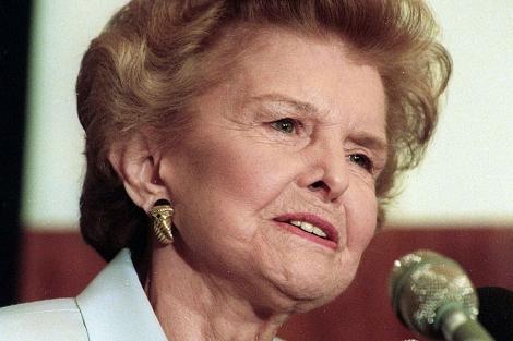 Betty Ford daba un discurso sobre el abuso de drogas en June de 1996.   Reuters