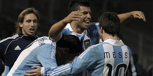 La selección argentina celebra un gol del 'Kun' Agüero. | AP