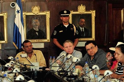 El mandatario Porfirio Lobo en una reunión de Gobierno. | Efe