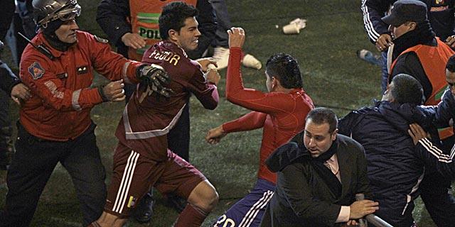 El venezolano Fedor y el paraguayo Ortigoza se pelean. | AP