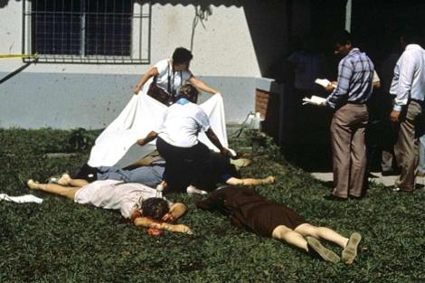 Algunos de los cadáveres de la matanza perpetrada en El Salvador en 1989. | Efe