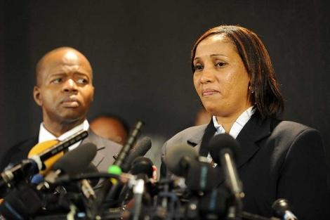 Nafissatou Diallo, junto a su abogado, durante una rueda de prensa.   Afp