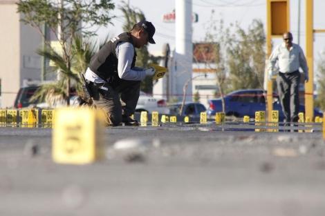 Un policía méxicano investiga un asesinato. I Efe