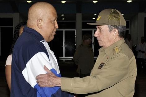 Los presidentes de Venezuela, Hugo Chávez, y Cuba, Raúl Castro. | Efe