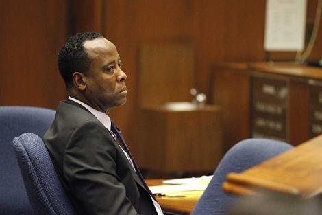 Murray escucha las declaraciones de los testigos durante el juicio. | Efe