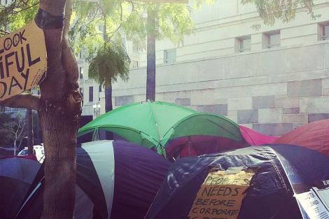 Imagen de los 'indignados' que acampan en Los Ángeles. | Piero Menor