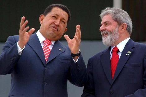Un foto del 7 de diciembre de 2006: Hugo Chávez (i) y Lula da Silva (d) . | Efe