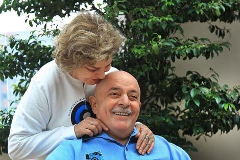 Lula da Silva, recién afeitado, junto a su mujer, Marisa Letícia. | Instituto Lula
